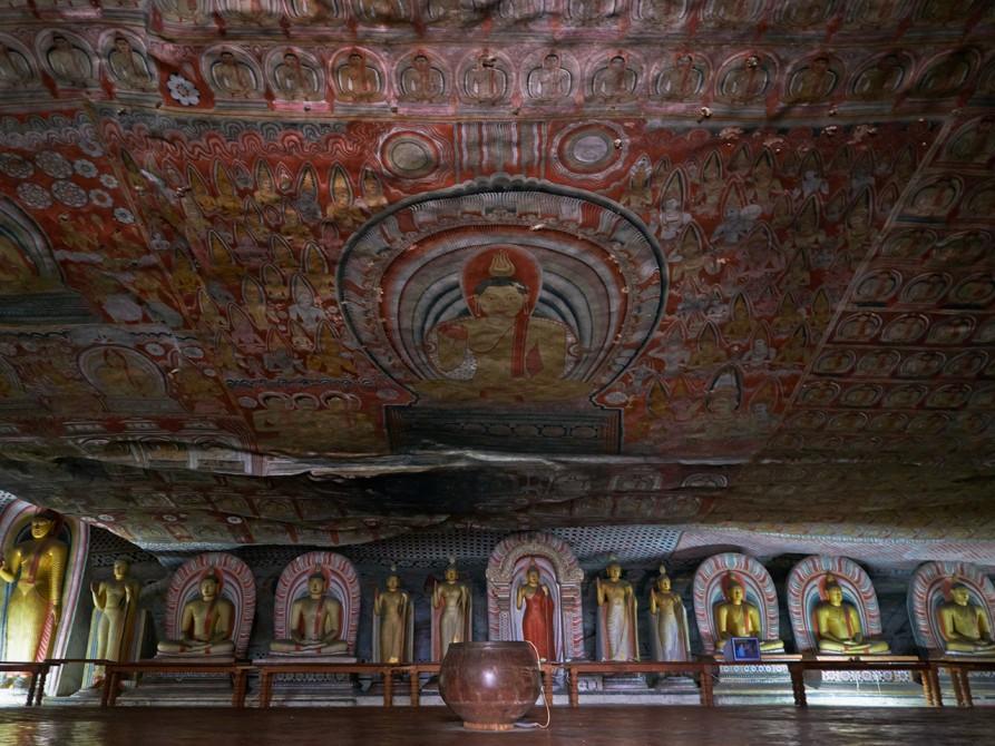 ダンブッラ石窟寺院の天井壁画